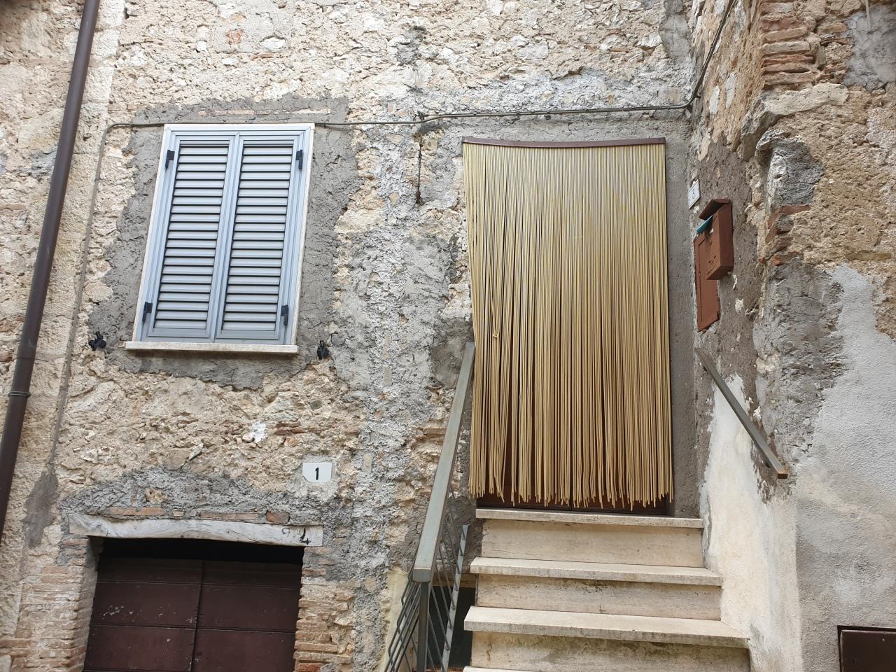 Soluzione Semindipendente in affitto a Lugnano in Teverina, 3 locali, prezzo € 350 | PortaleAgenzieImmobiliari.it