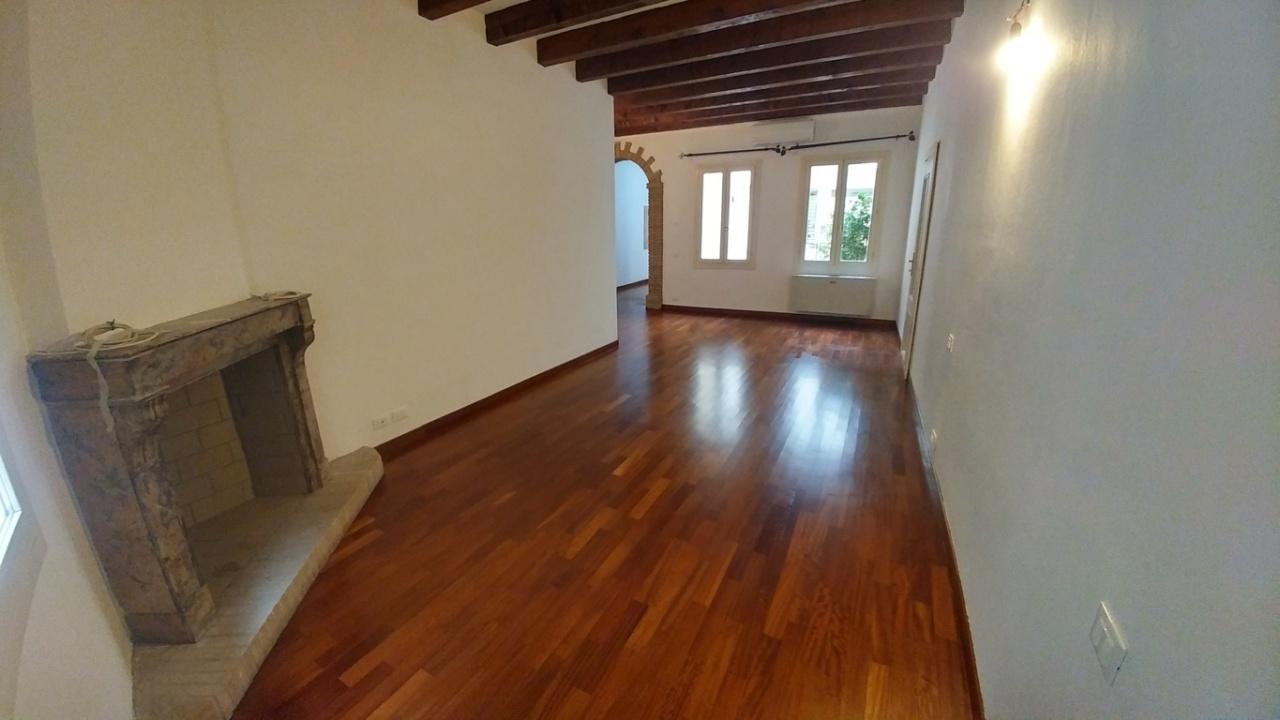 Appartamento in vendita a Modena, 3 locali, prezzo € 330.000 | PortaleAgenzieImmobiliari.it