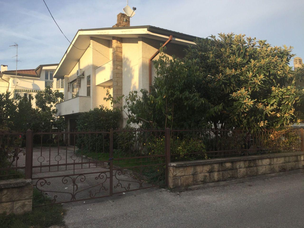 Casa Indipendente in buone condizioni in vendita Rif. 8572793