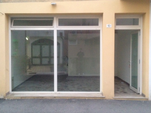 Locale commerciale - 2 Vetrine a Rovigo