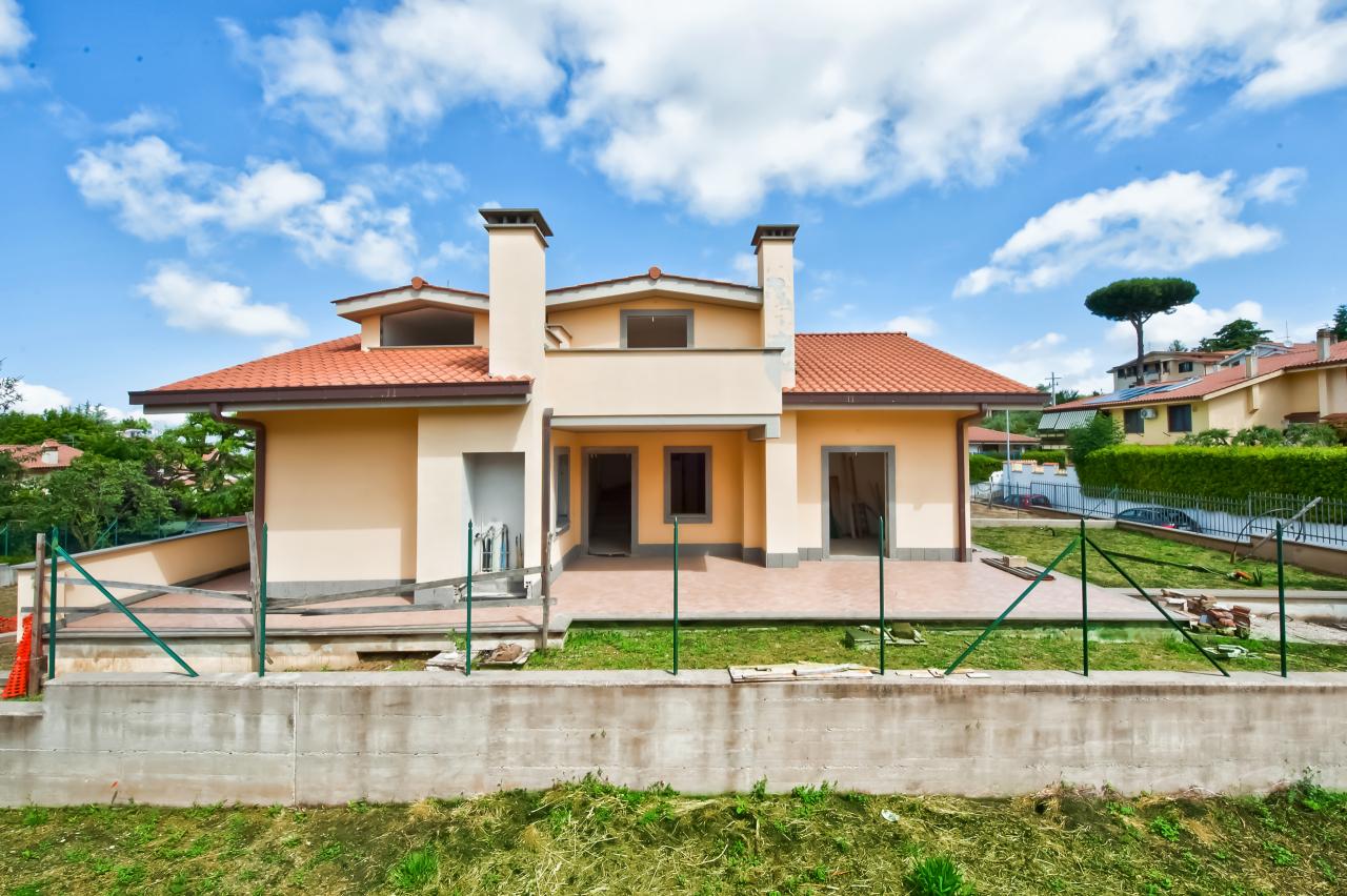 Soluzione Indipendente in vendita a Rocca di Papa, 7 locali, prezzo € 360.000   CambioCasa.it
