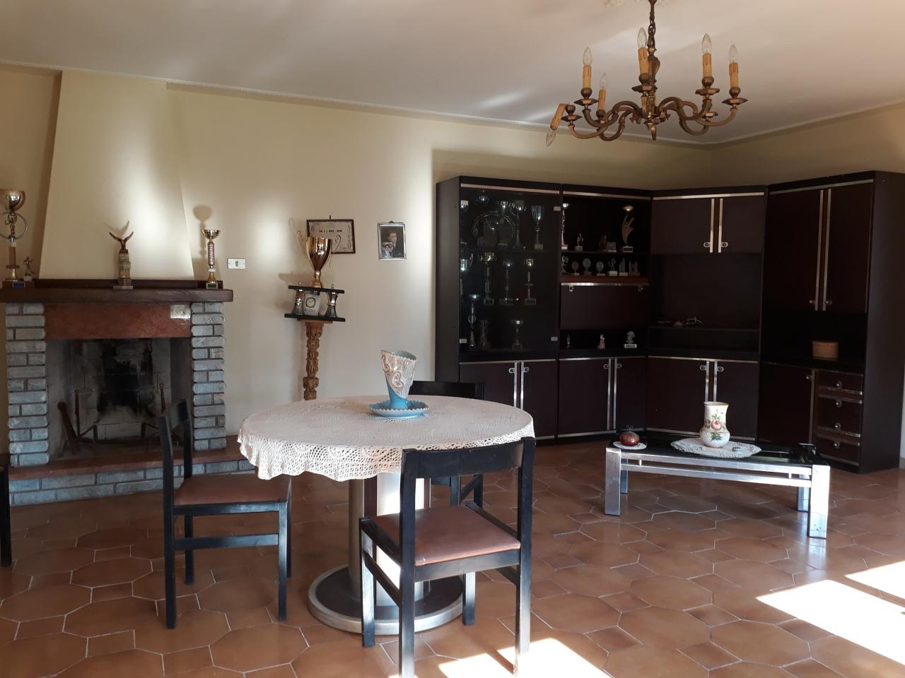 Villa in buone condizioni in vendita Rif. 11149392