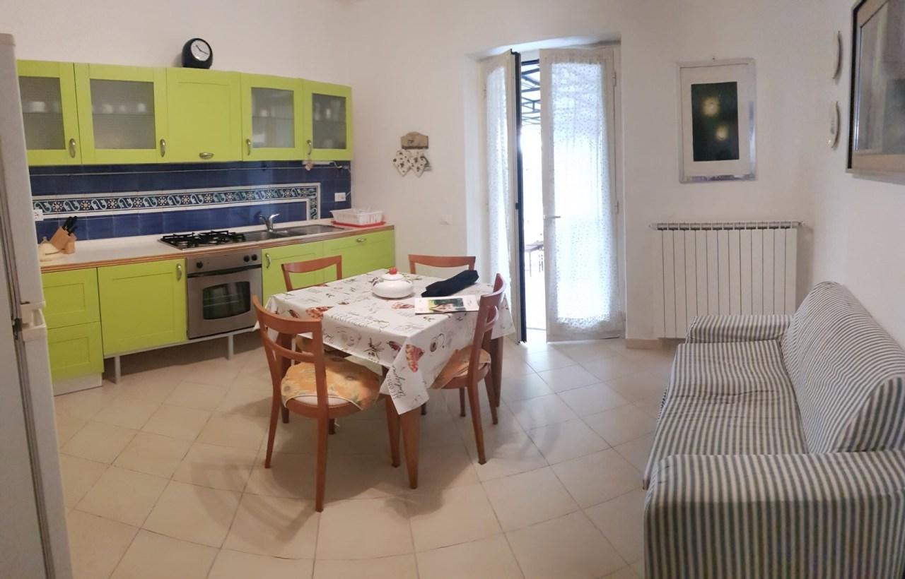 Soluzione Semindipendente in affitto a Castelnuovo Magra, 5 locali, prezzo € 700 | PortaleAgenzieImmobiliari.it
