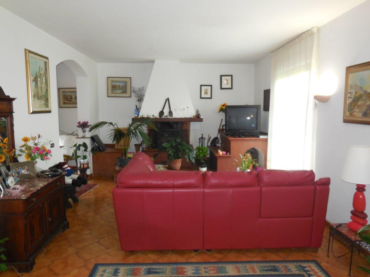 Casa Indipendente in buone condizioni in vendita Rif. 9116279