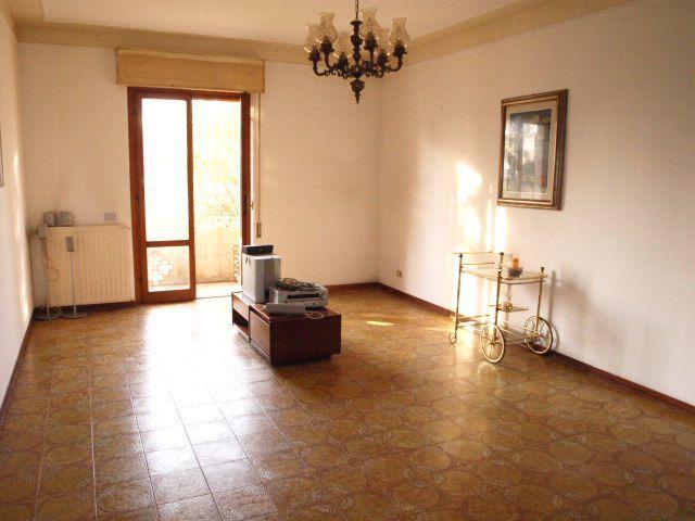 Appartamento in affitto a Castelnuovo Magra, 4 locali, prezzo € 550 | PortaleAgenzieImmobiliari.it