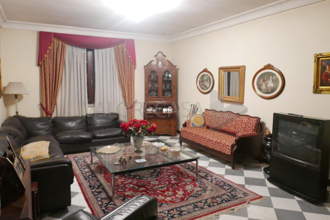 Villa in buone condizioni in vendita Rif. 9446093