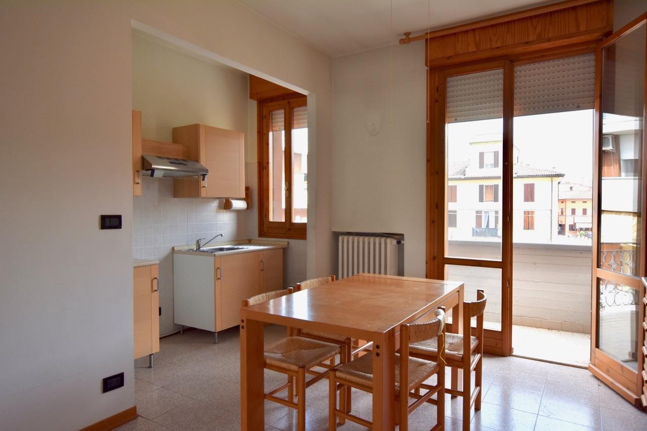 Appartamento in ottime condizioni arredato in vendita Rif. 8546554