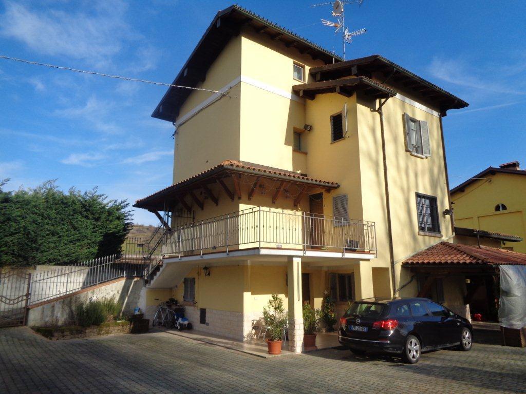 Villetta a schiera in buone condizioni in vendita Rif. 11866265
