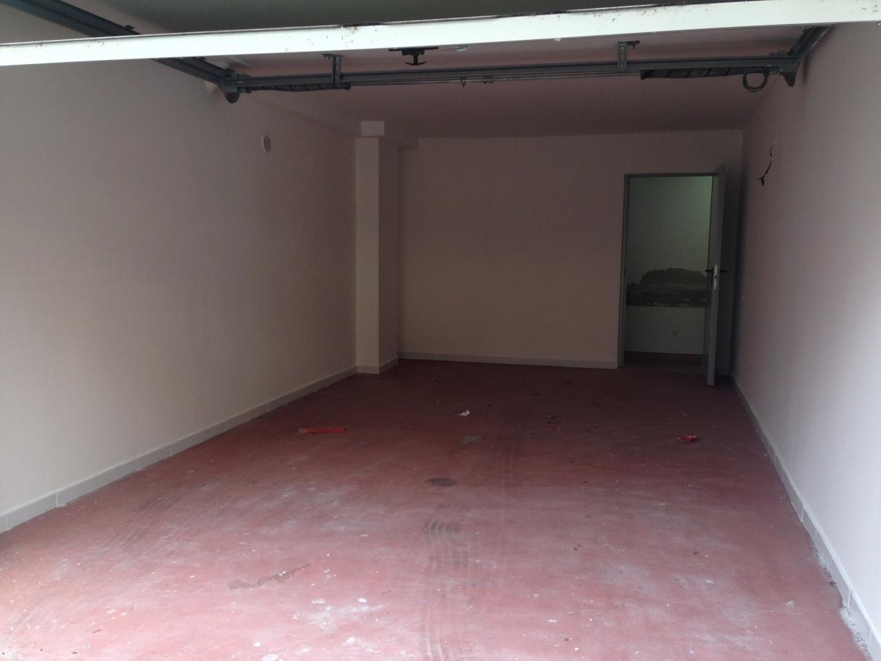 Box e posti auto in buone condizioni in affitto Rif. 9517238