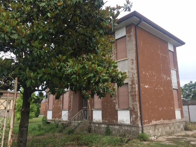 Casa Indipendente in discrete condizioni in vendita Rif. 8463429