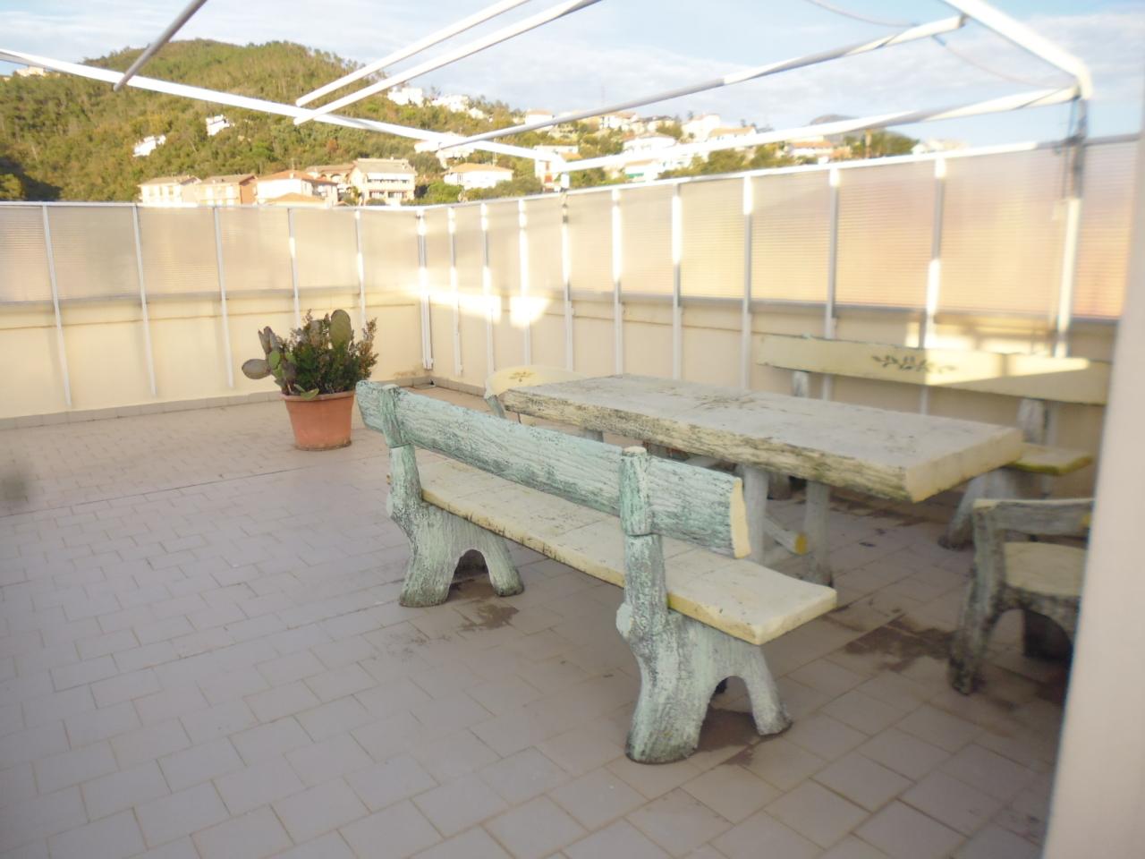 Appartamento in vendita a Sestri Levante, 6 locali, prezzo € 220.000   CambioCasa.it