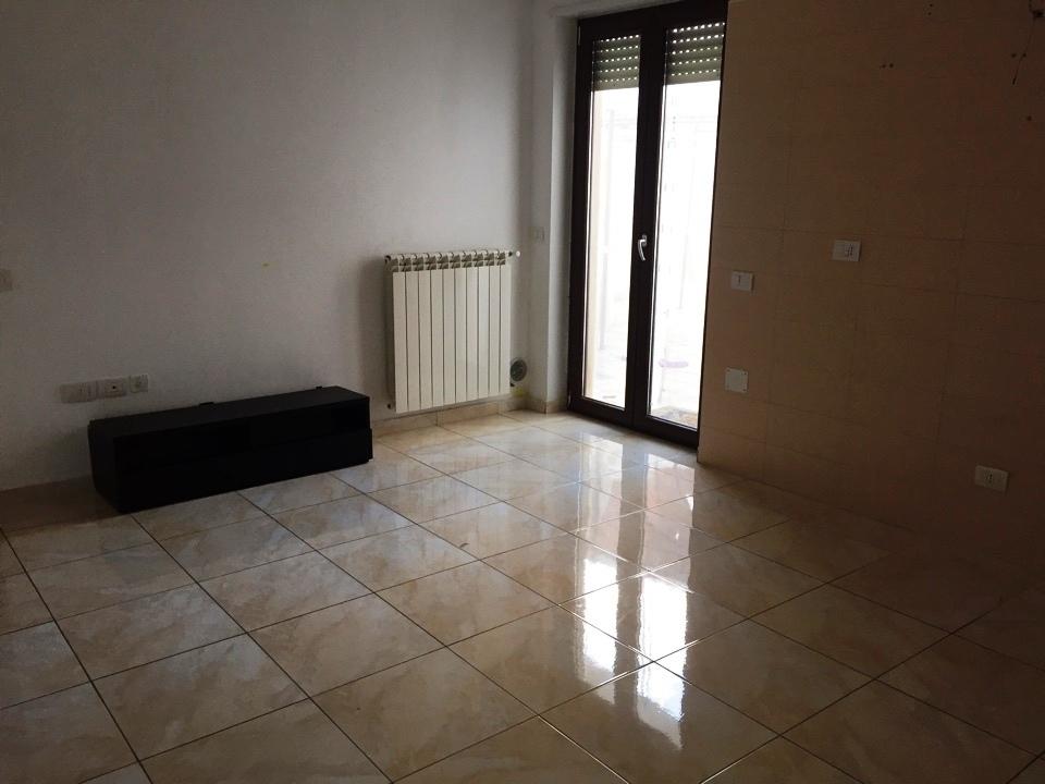 Trilocale in buone condizioni in affitto Rif. 10354228