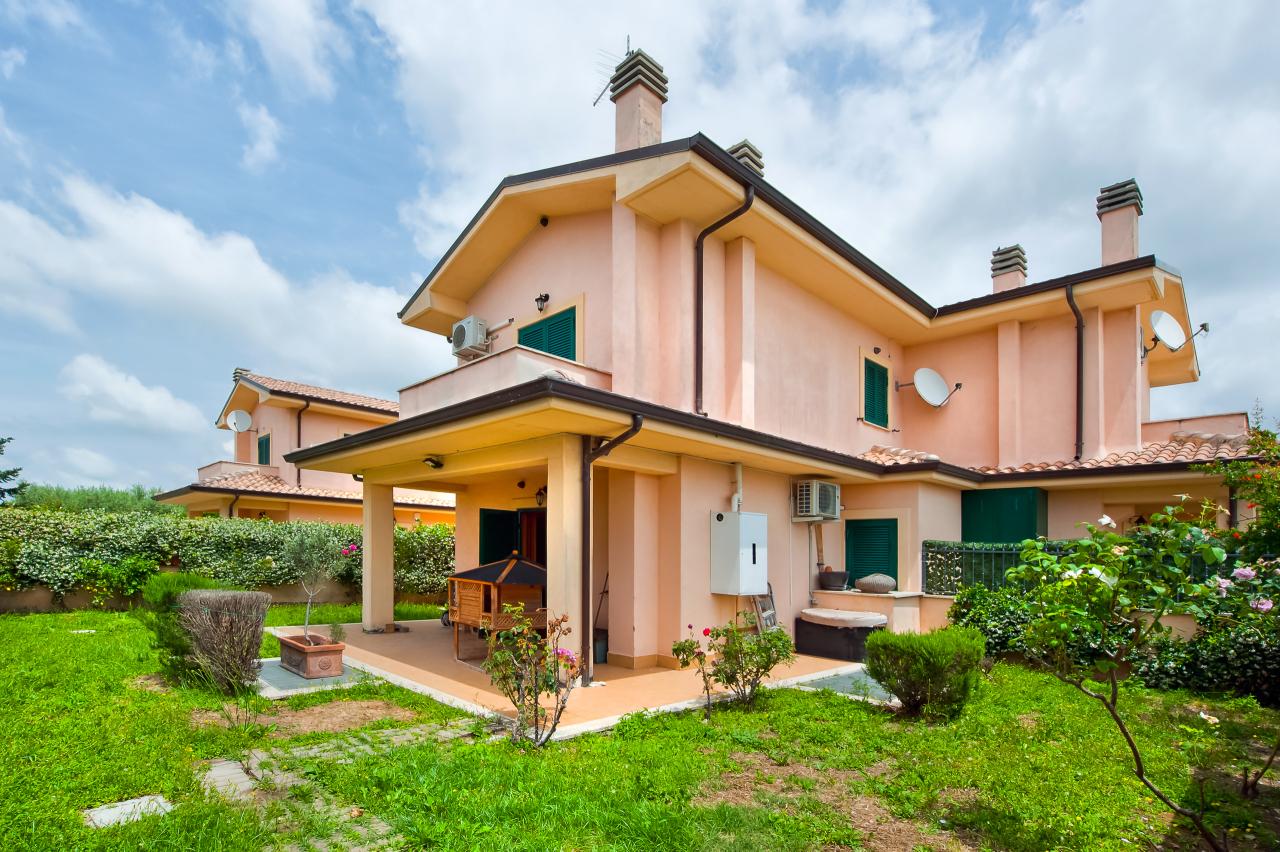 Soluzione Indipendente in vendita a Albano Laziale, 4 locali, prezzo € 210.000 | CambioCasa.it