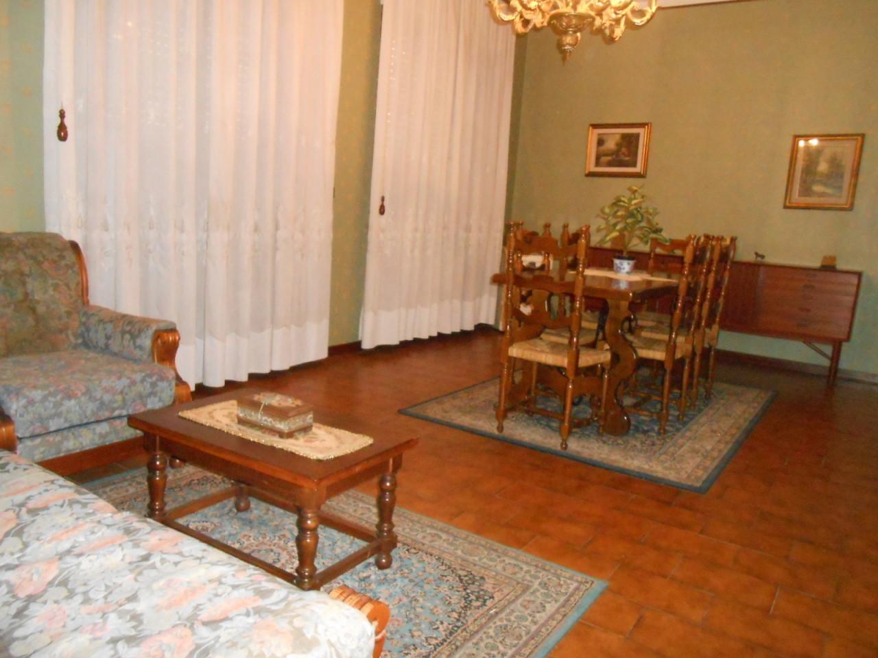 Pentalocale in buone condizioni arredato in affitto Rif. 9517208