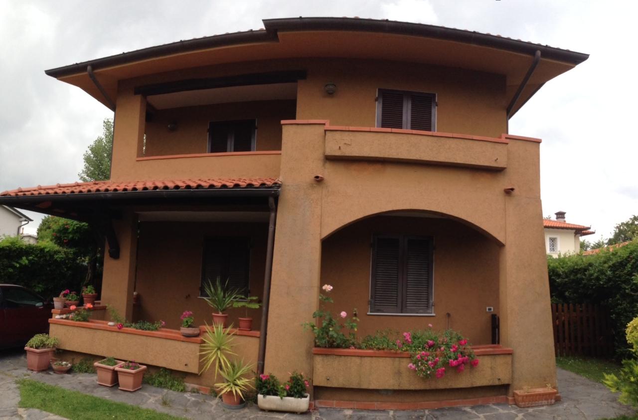 Appartamento in buone condizioni arredato in affitto Rif. 9373711