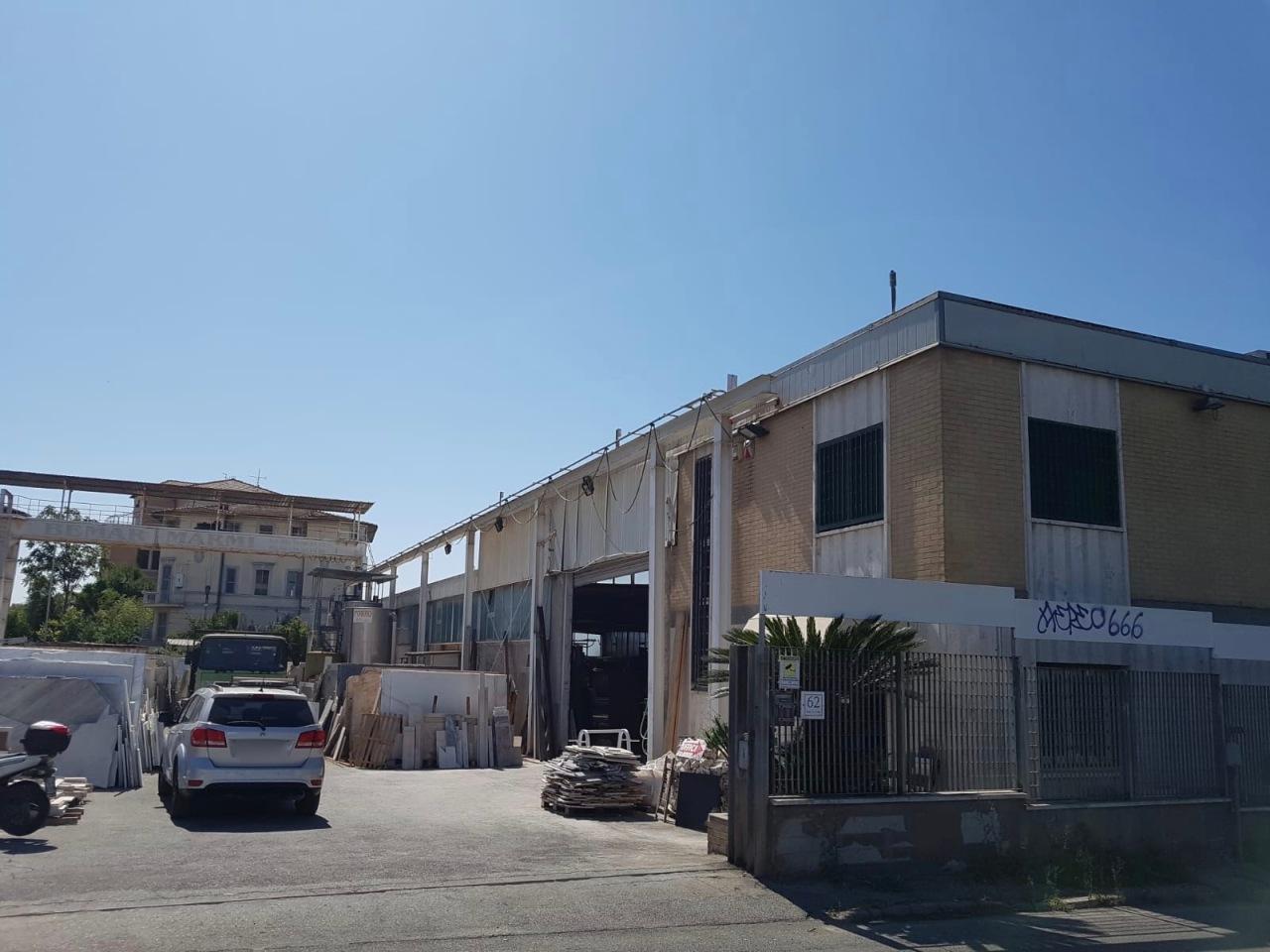 Capannone / Fondo - Industriale/Artigianale a Prenestino, Roma Rif. 11126005