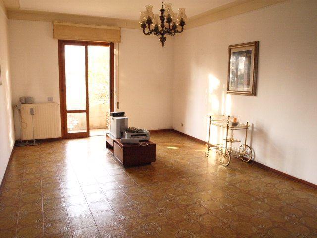 Appartamento in buone condizioni in vendita Rif. 9116310