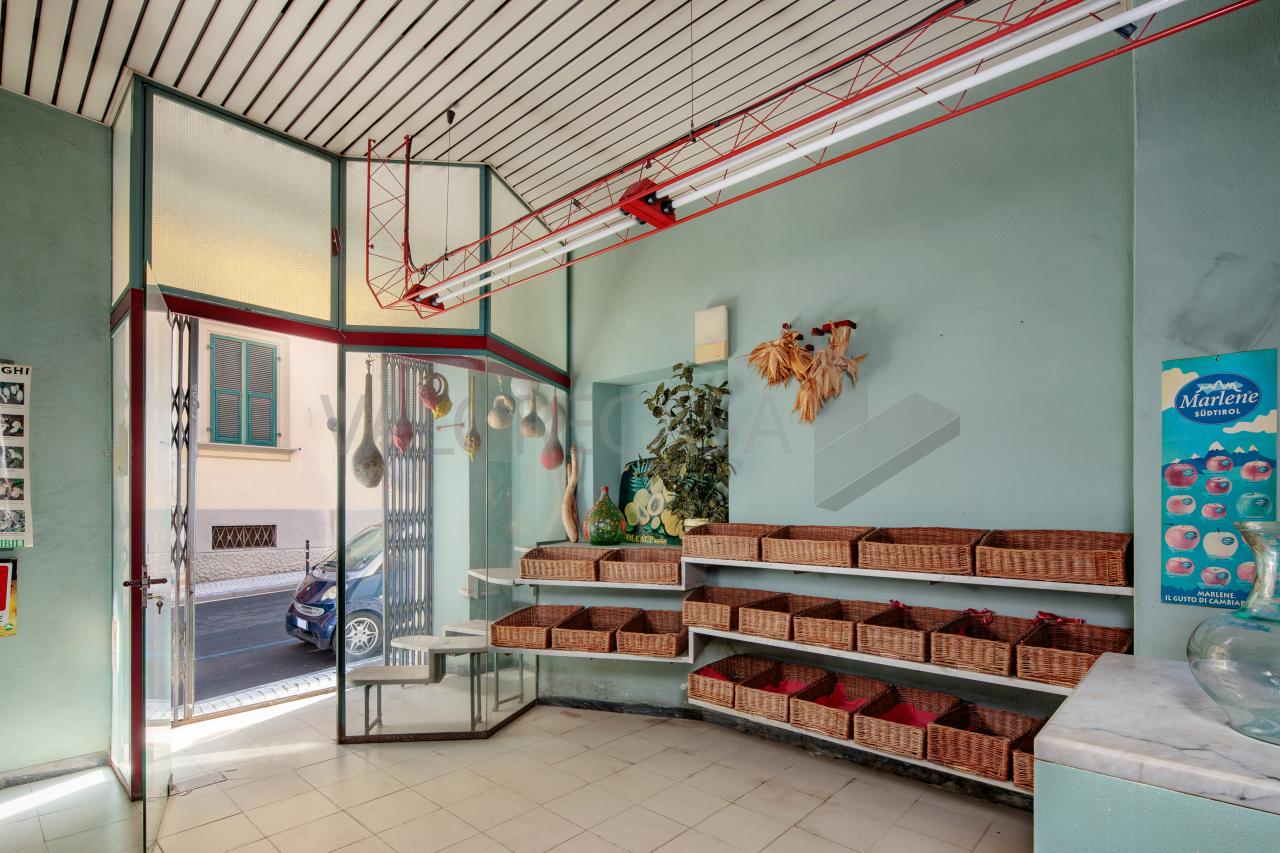Capannone / Fondo - Commerciale a Centro città, Carrara Rif. 10589689