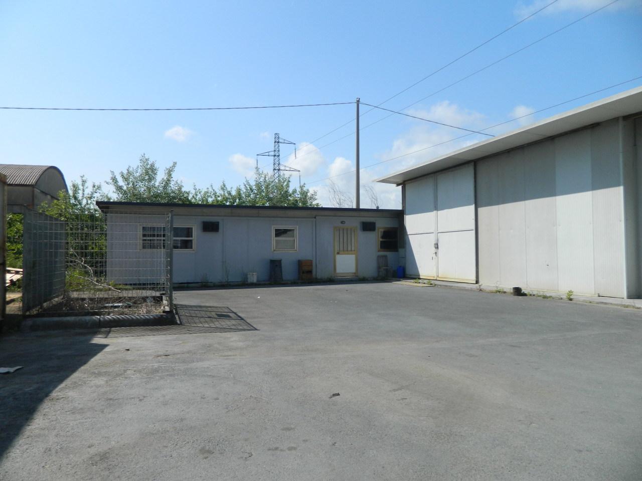 Capannone / Fondo - Industriale/Artigianale a Massa Rif. 10395386