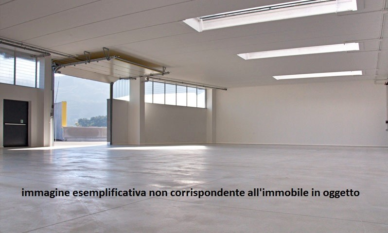 Capannone / Fondo - Industriale/Artigianale a Massa Rif. 9985858