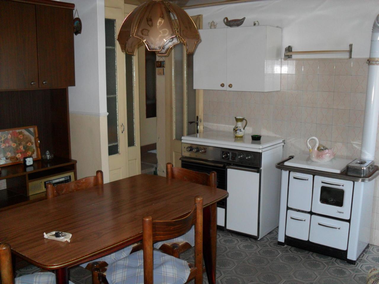Porzione di casa in discrete condizioni in vendita Rif. 12378264