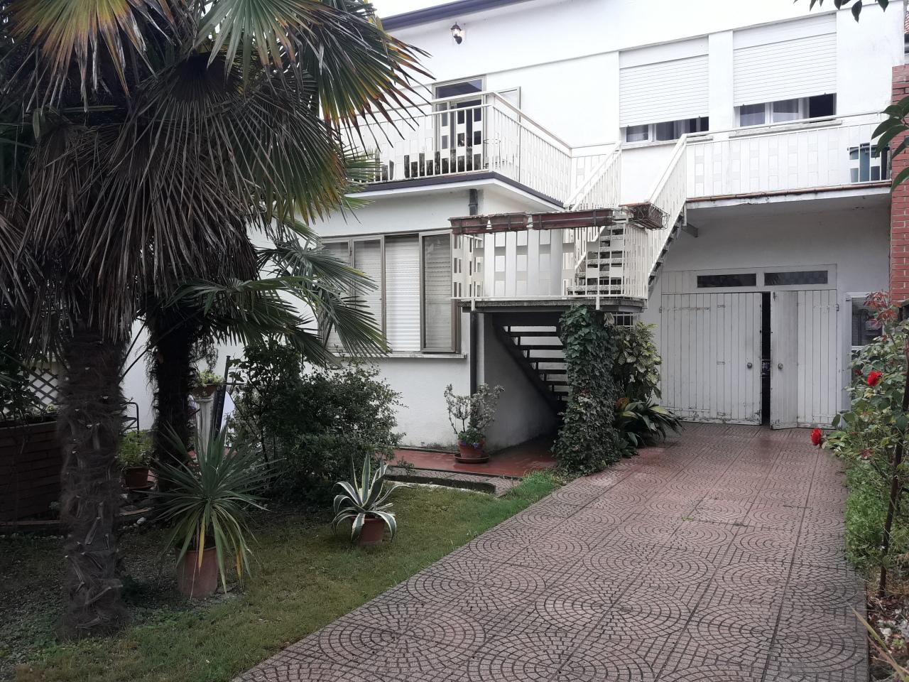 Quadrilocale in buone condizioni in affitto Rif. 8572772