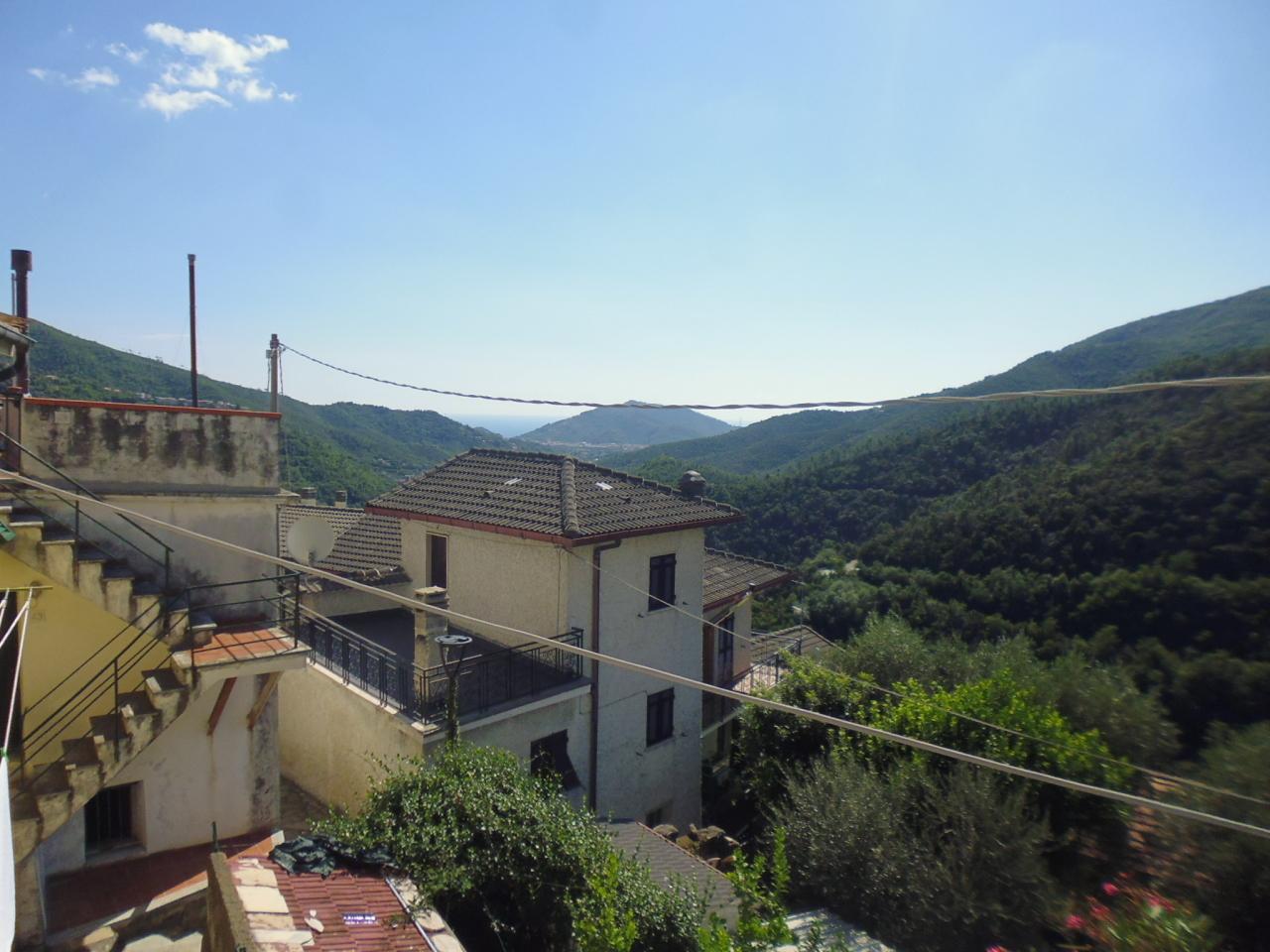 Appartamento in vendita a Sestri Levante, 5 locali, prezzo € 90.000   CambioCasa.it