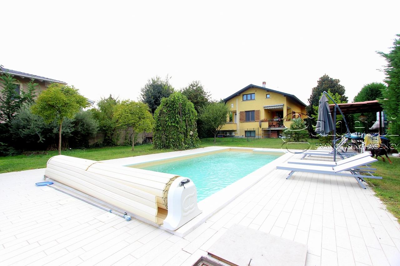 Villetta a schiera in ottime condizioni in vendita Rif. 10808784