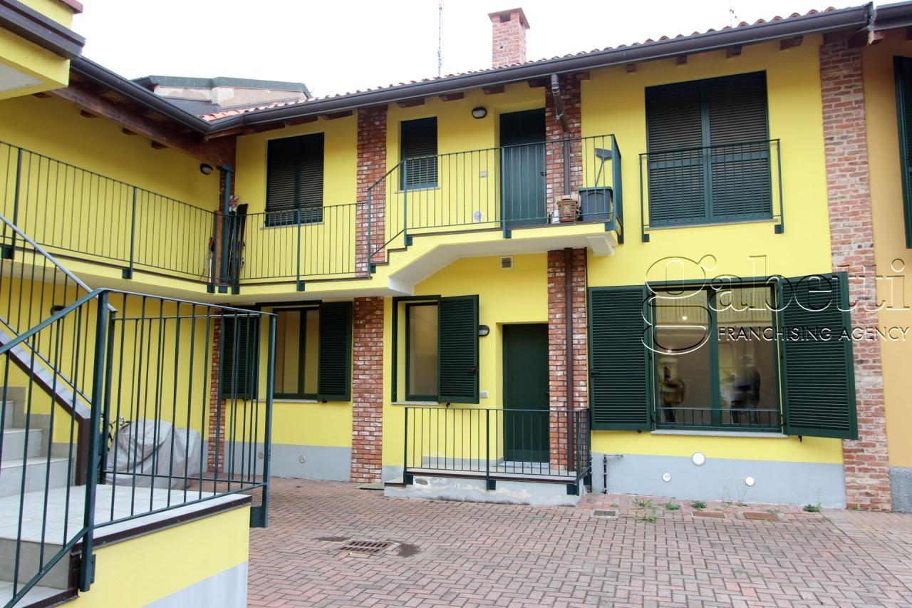Bilocale in buone condizioni in affitto Rif. 11418859