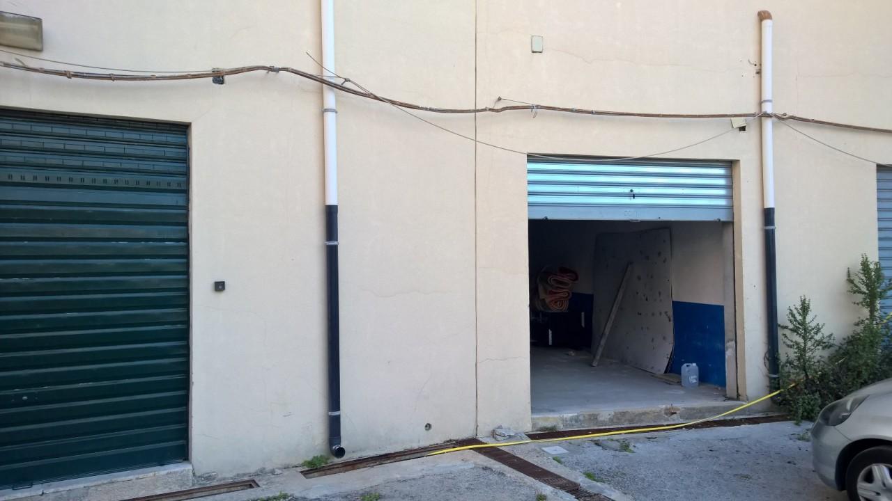 Capannone / Fondo - Magazzino a Teocrito San Giovanni Von Platen, Siracusa