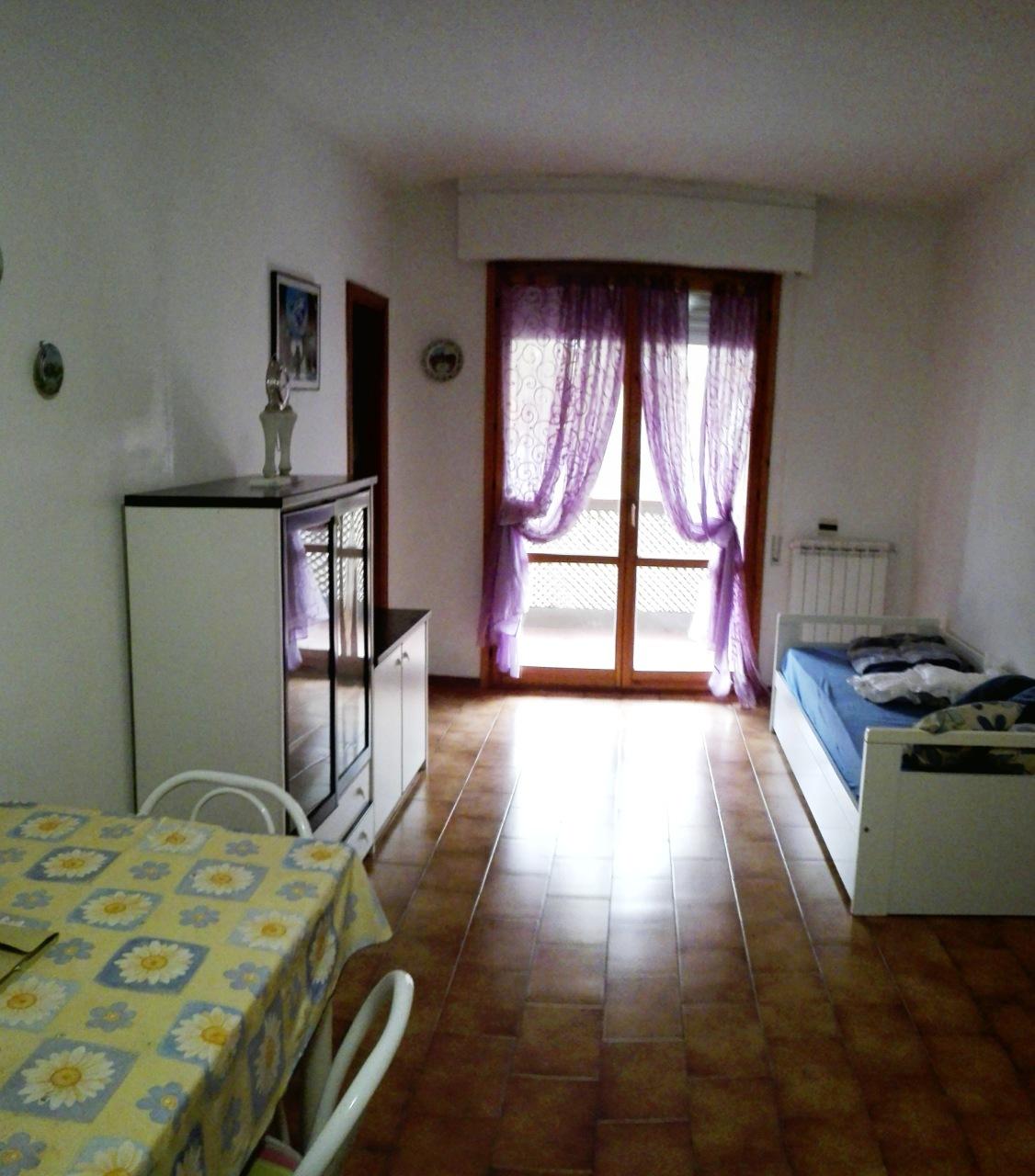 Appartamento in buone condizioni arredato in affitto Rif. 9095917