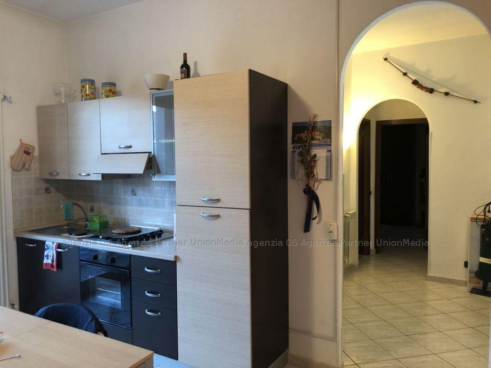 Appartamento in buone condizioni in vendita Rif. 9301865