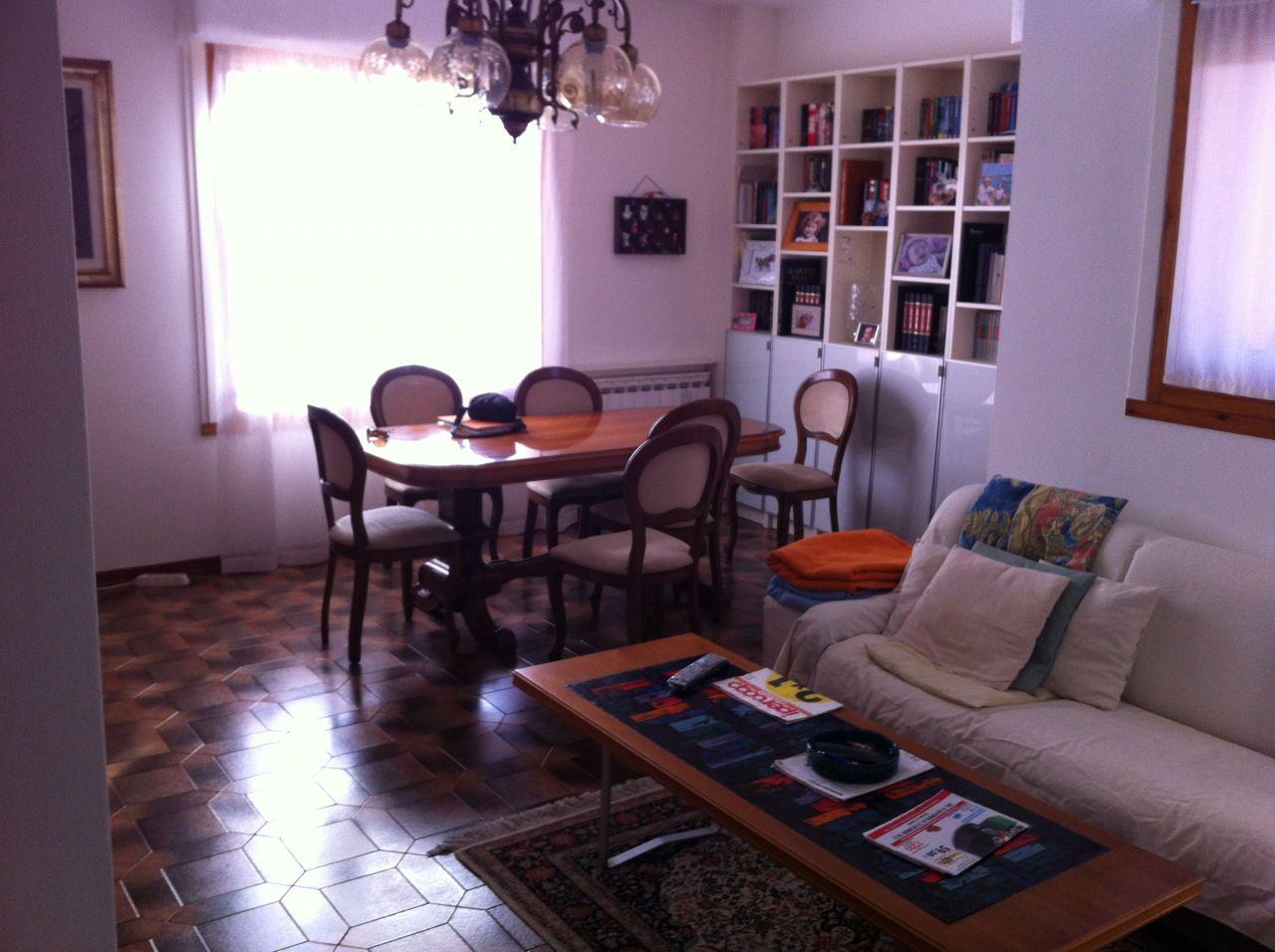 Appartamento in buone condizioni in vendita Rif. 9116300