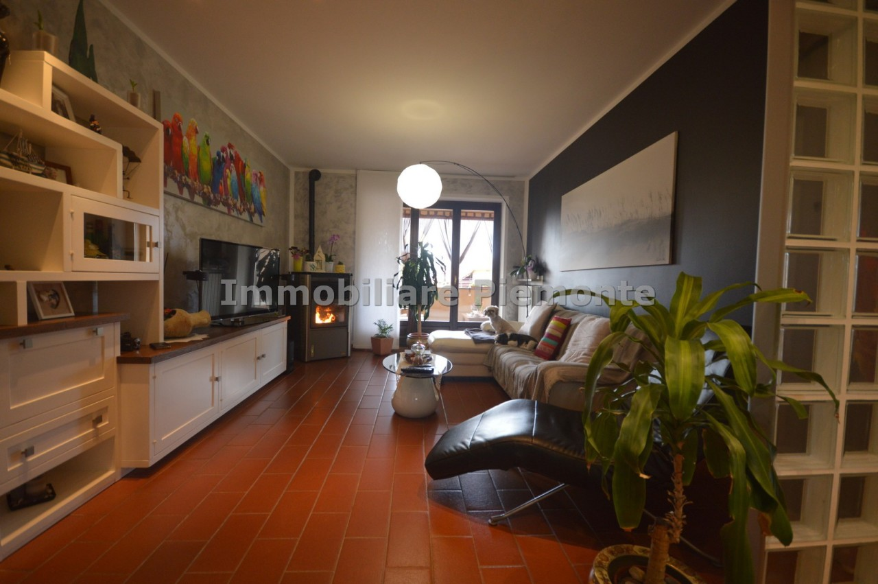 Appartamento in vendita a Borgomanero, 6 locali, prezzo € 248.000 | CambioCasa.it