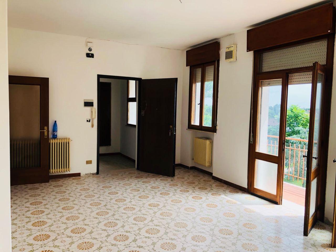 Appartamento in vendita a Taglio di Po, 6 locali, prezzo € 59.000 | CambioCasa.it