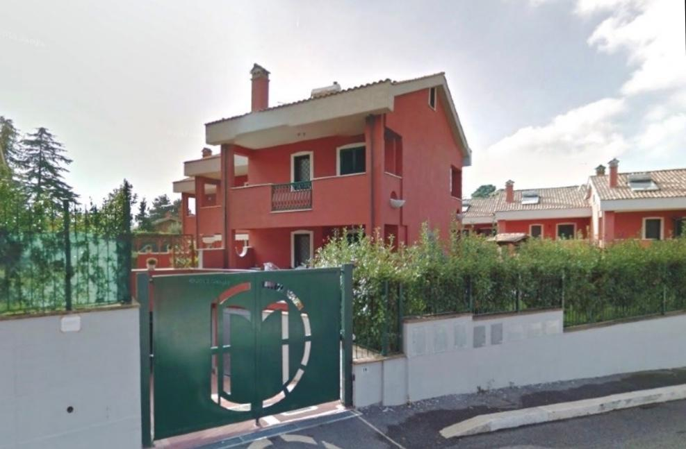Villetta a schiera in buone condizioni in vendita Rif. 11615857