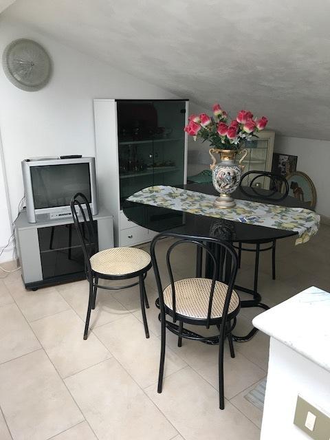 Attico / Mansarda in buone condizioni arredato in affitto Rif. 9191246