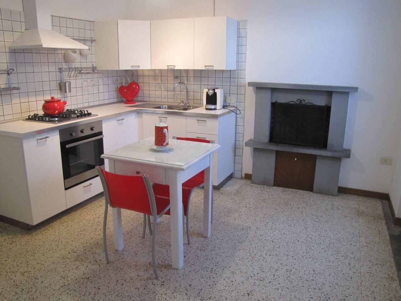 Appartamento in affitto a Castelnuovo Magra, 3 locali, prezzo € 600 | PortaleAgenzieImmobiliari.it