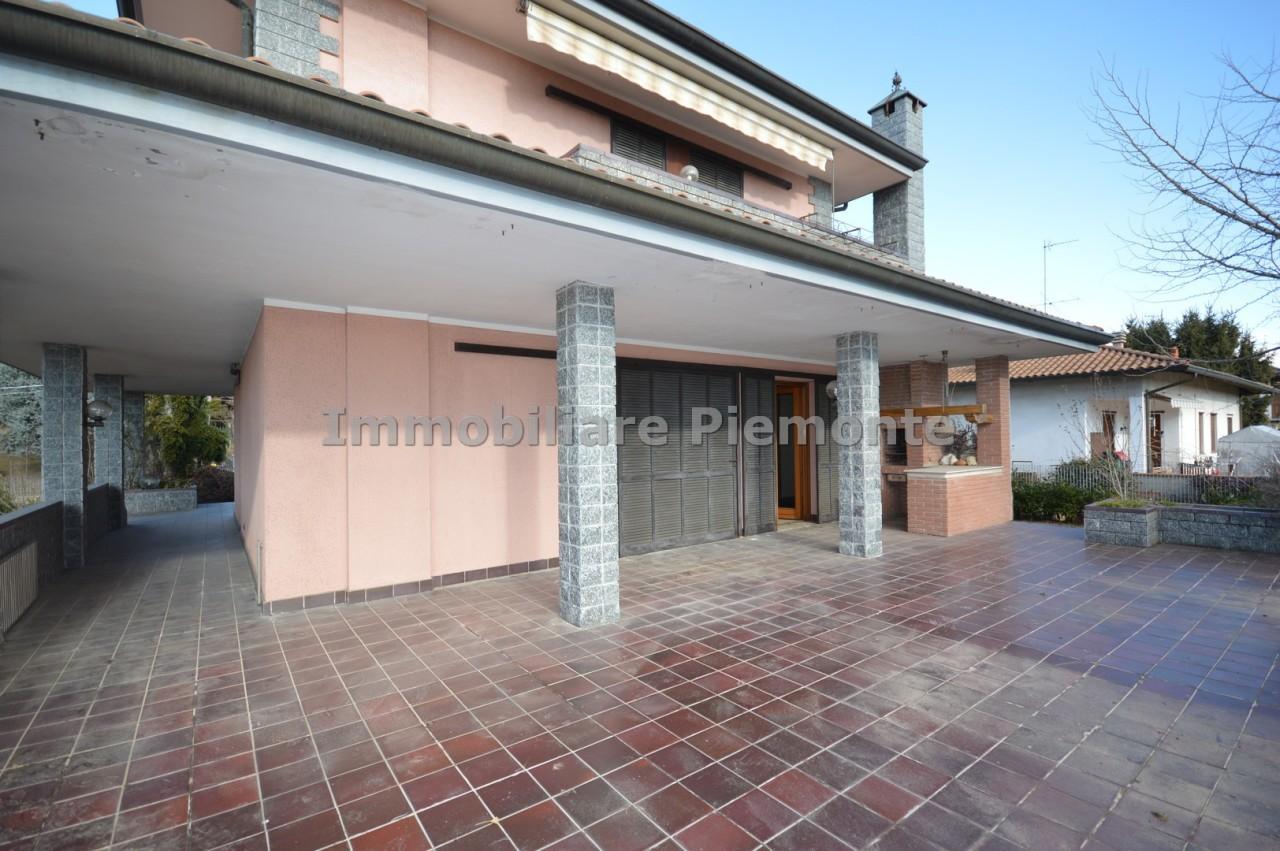 Villa in vendita a Borgomanero, 10 locali, prezzo € 350.000   CambioCasa.it