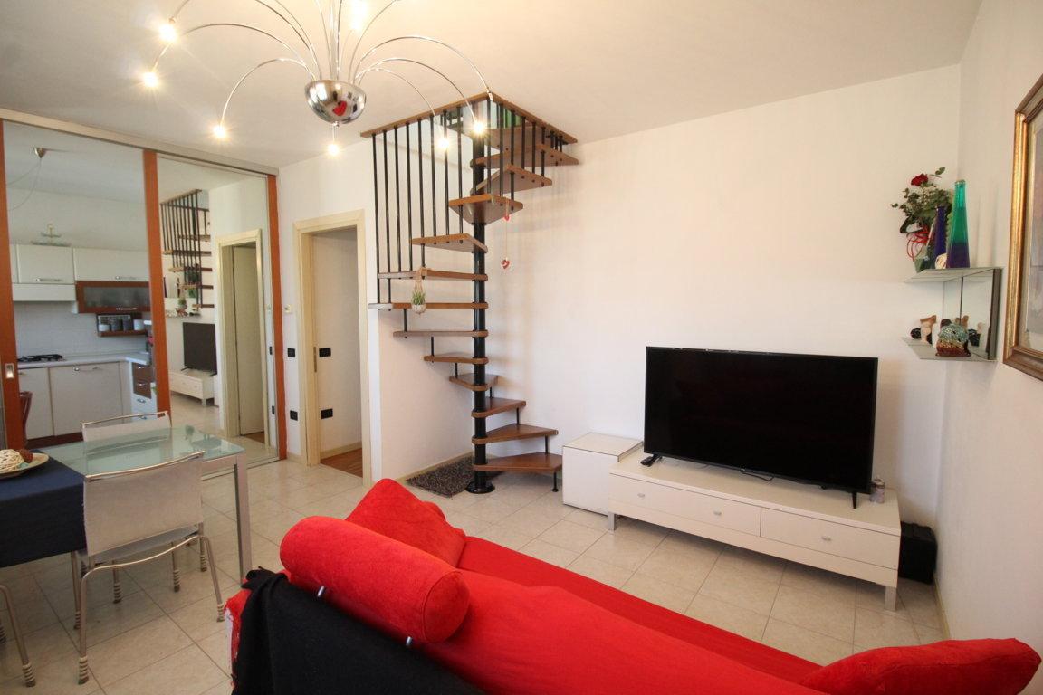 Appartamento in buone condizioni arredato in vendita Rif. 8396007