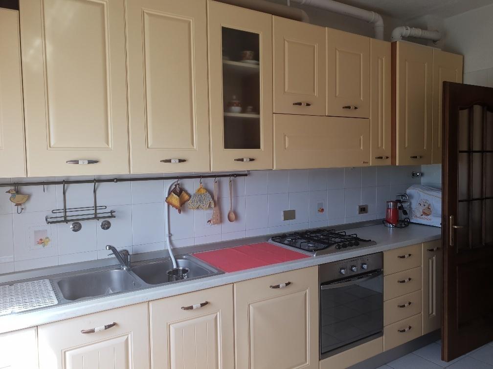 Appartamento in affitto a Varano de' Melegari, 8 locali, prezzo € 370   CambioCasa.it