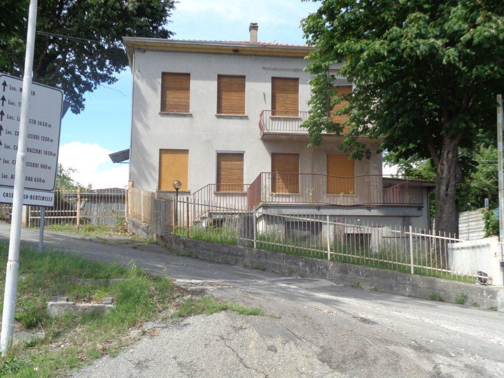 Attività / Licenza in vendita a Varano de' Melegari, 10 locali, prezzo € 95.000 | CambioCasa.it