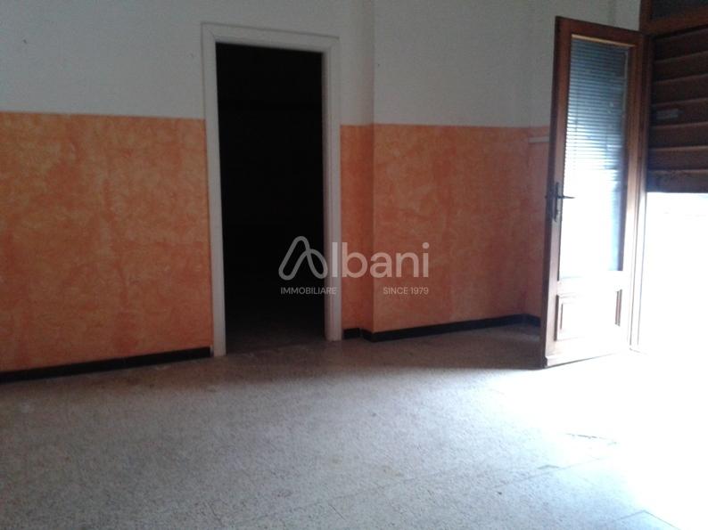 Capannone / Fondo - Commerciale a Ponte Di Arcola, Arcola
