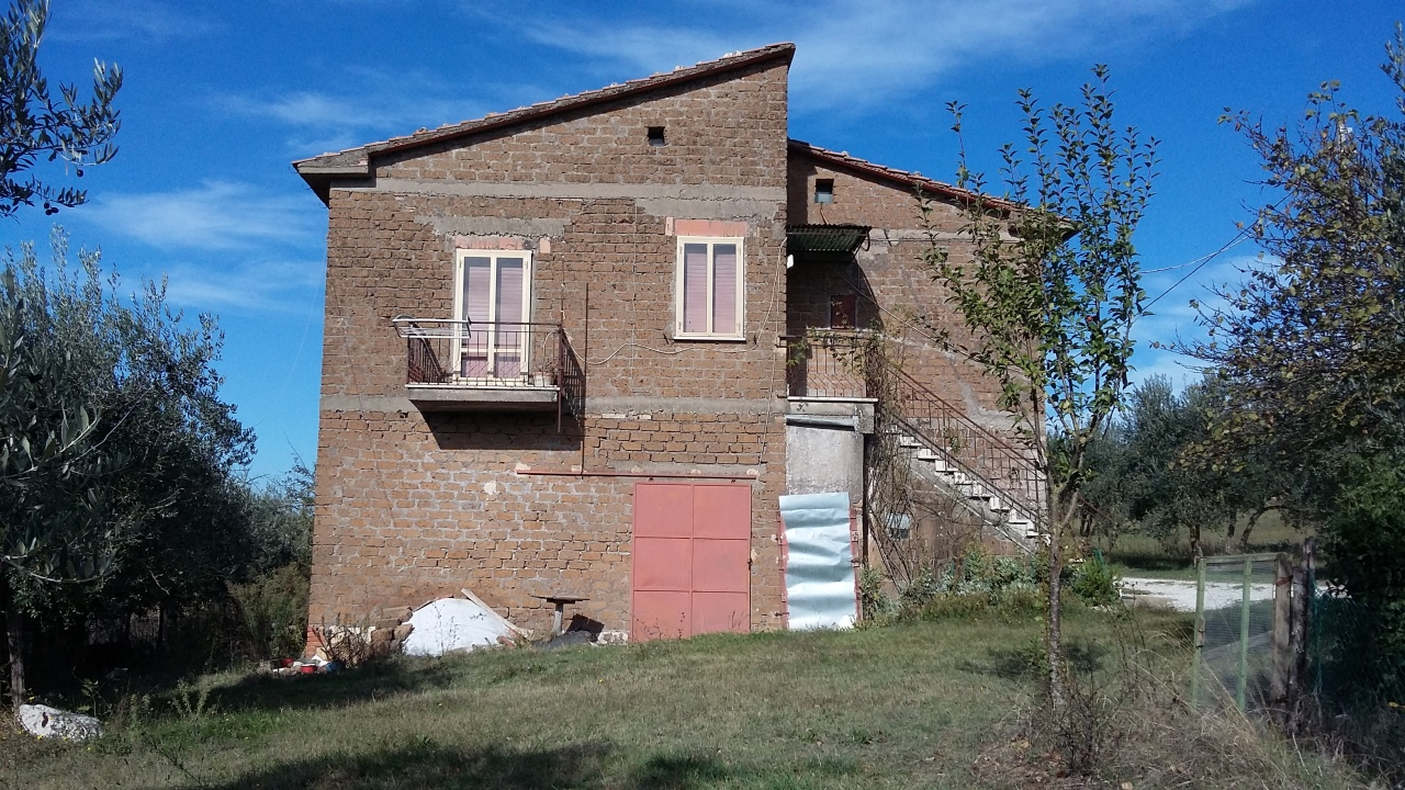Casa Indipendente in discrete condizioni in vendita Rif. 6916041
