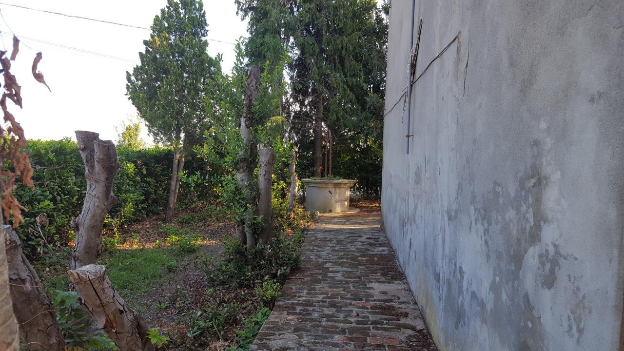 Rustico / Casale in vendita a Crespino, 10 locali, prezzo € 19.000   CambioCasa.it