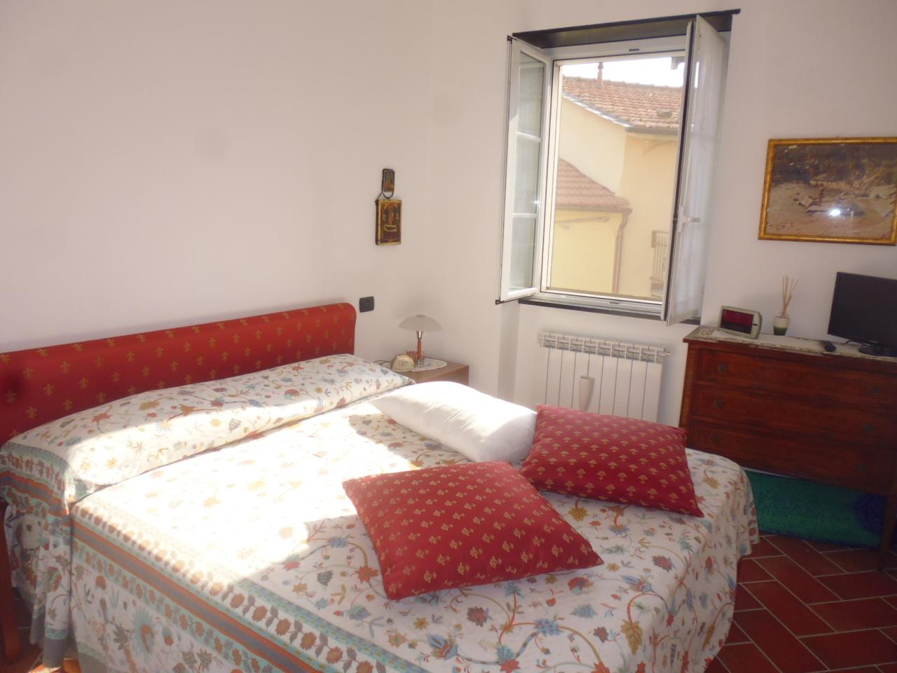 Soluzione Semindipendente in vendita a Castiglione Chiavarese, 6 locali, prezzo € 180.000   CambioCasa.it