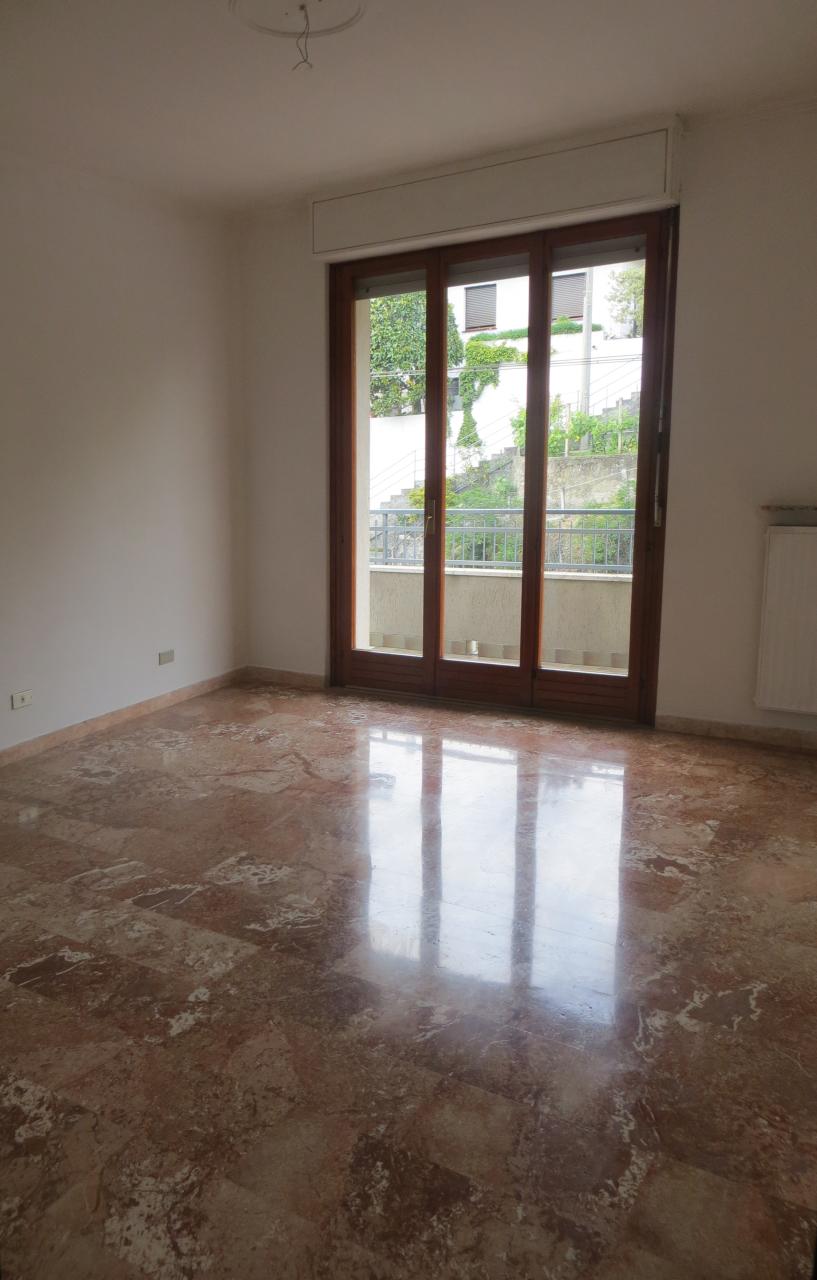 Appartamento in vendita a Casarza Ligure, 6 locali, prezzo € 190.000 | CambioCasa.it