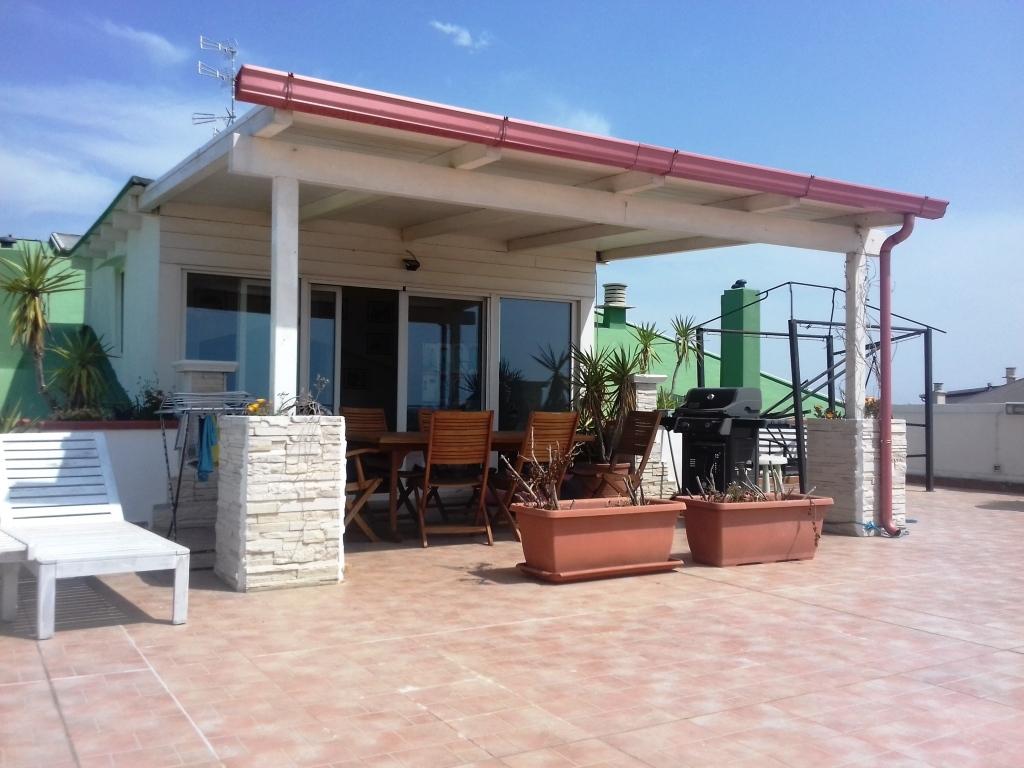 Appartamento in buone condizioni arredato in vendita Rif. 6387239