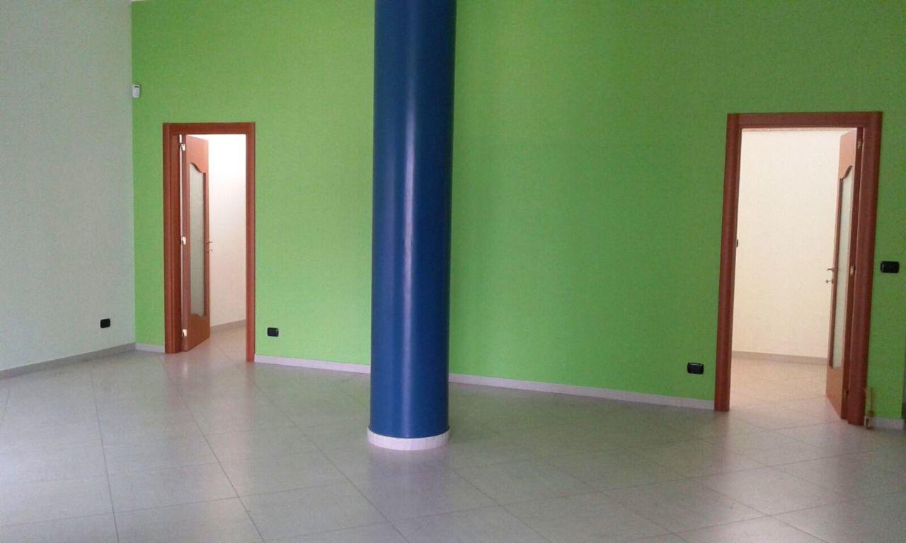 Locale commerciale - 2 Vetrine a Casamassima Rif. 11093314