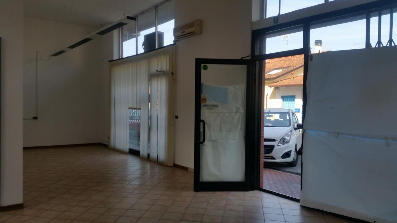 Locale commerciale - 2 Vetrine a Massa Rif. 4158634